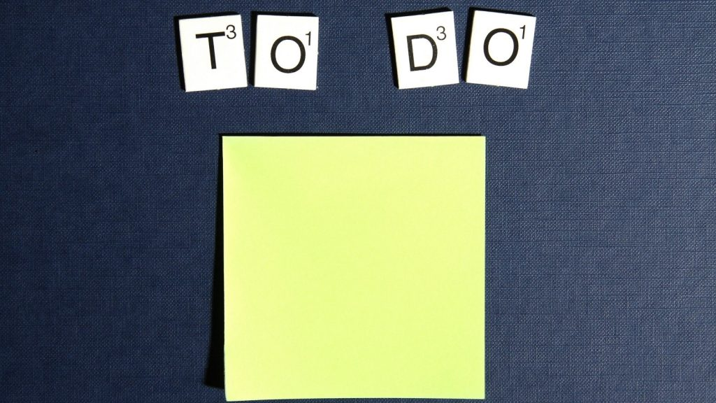 post it note that says TO DO