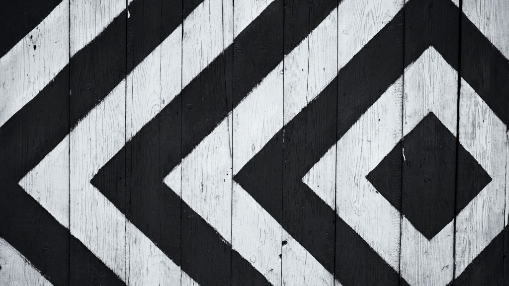 fence with a black and white pattern on it